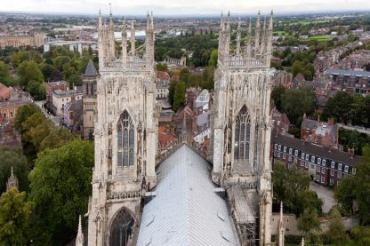 York_Minster_West_towers_from_central_tower-MichaelMaggs